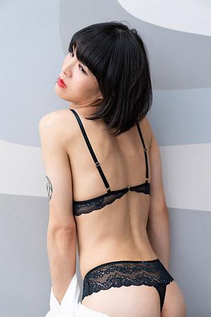 Say Hi to the beautifull japanese shemale Yoko