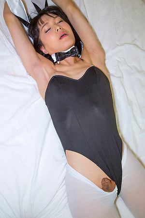 Petite, sweet, timid and horny - Yoko Arisu